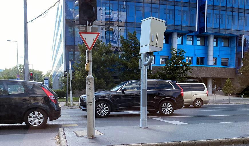 Új traffipax oldalról a fővárosi Váci úton